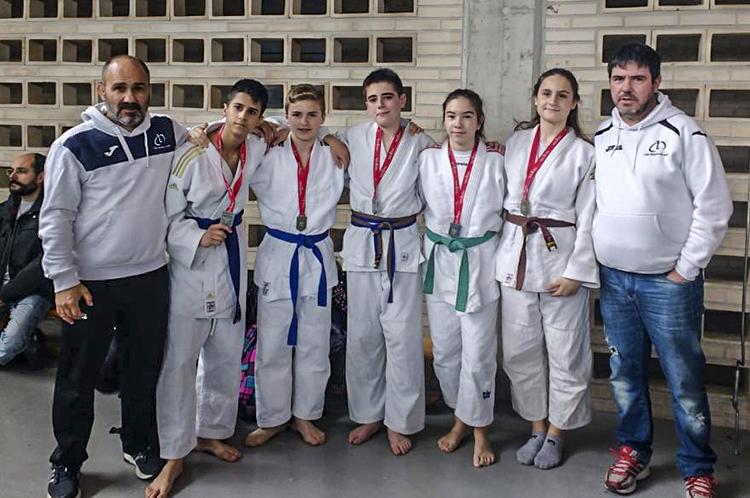 De derecha a izquierda: Pedro Gracia, profesor de judo del club Lagunak, después Raúl Lozano y Miguel Bada.