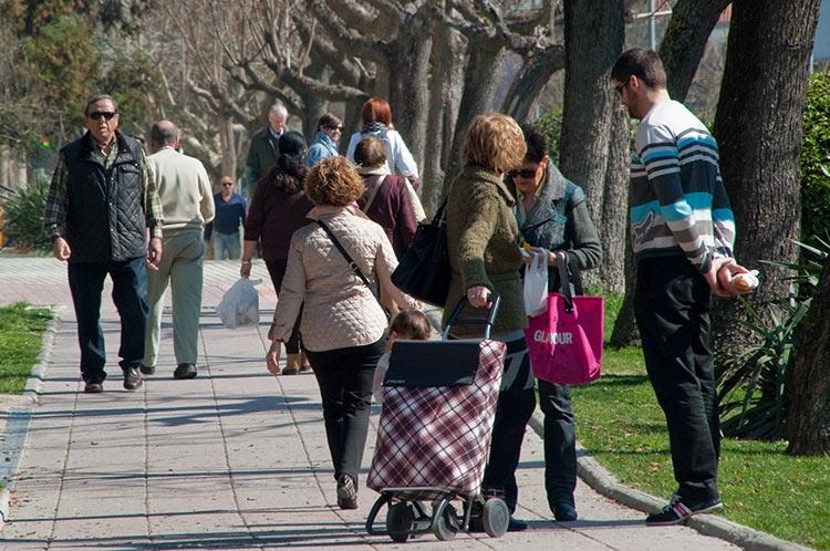Barañain gente paseando